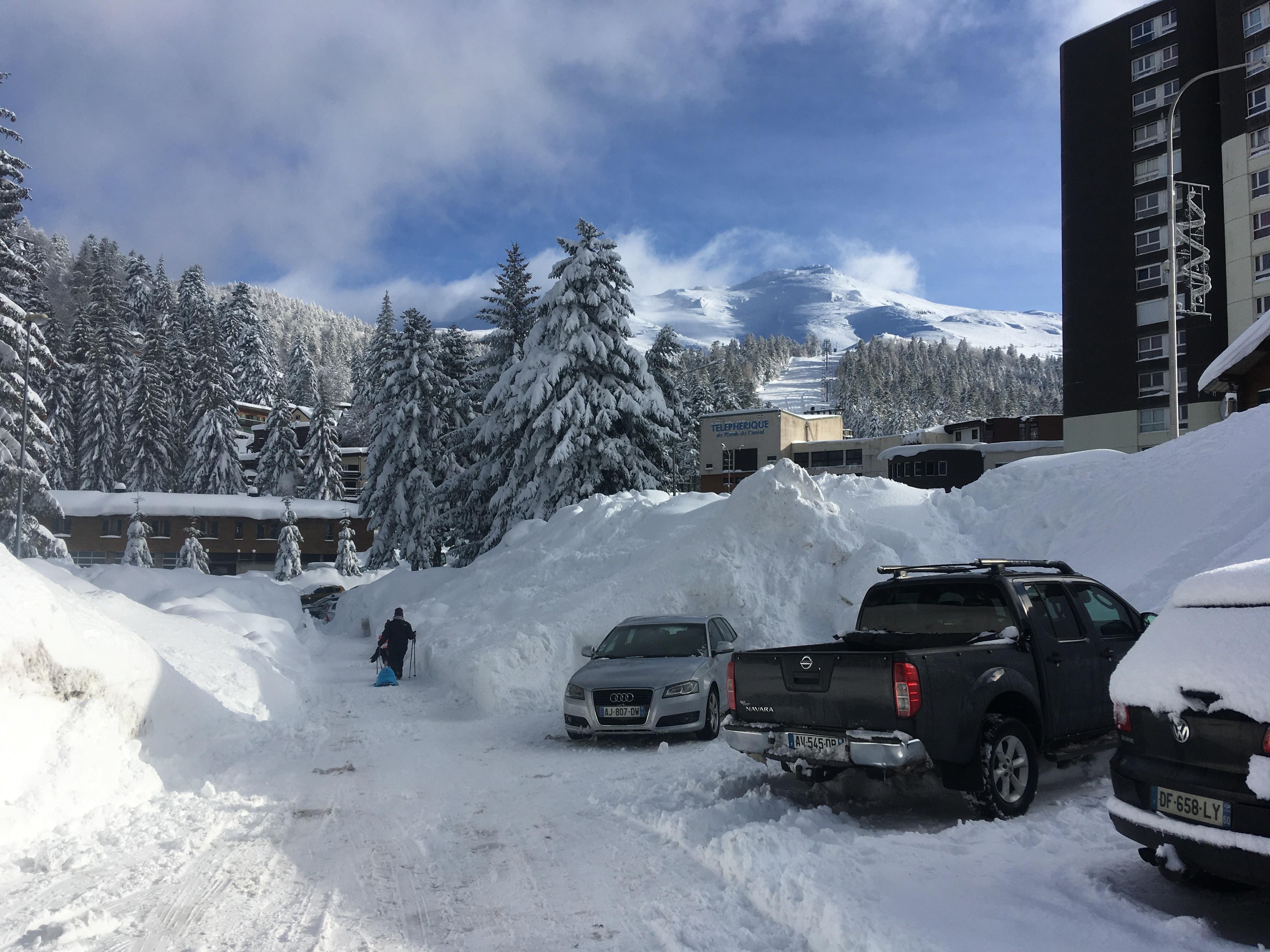 1320 hauteur d neige par rapport aux piétons et aux autos