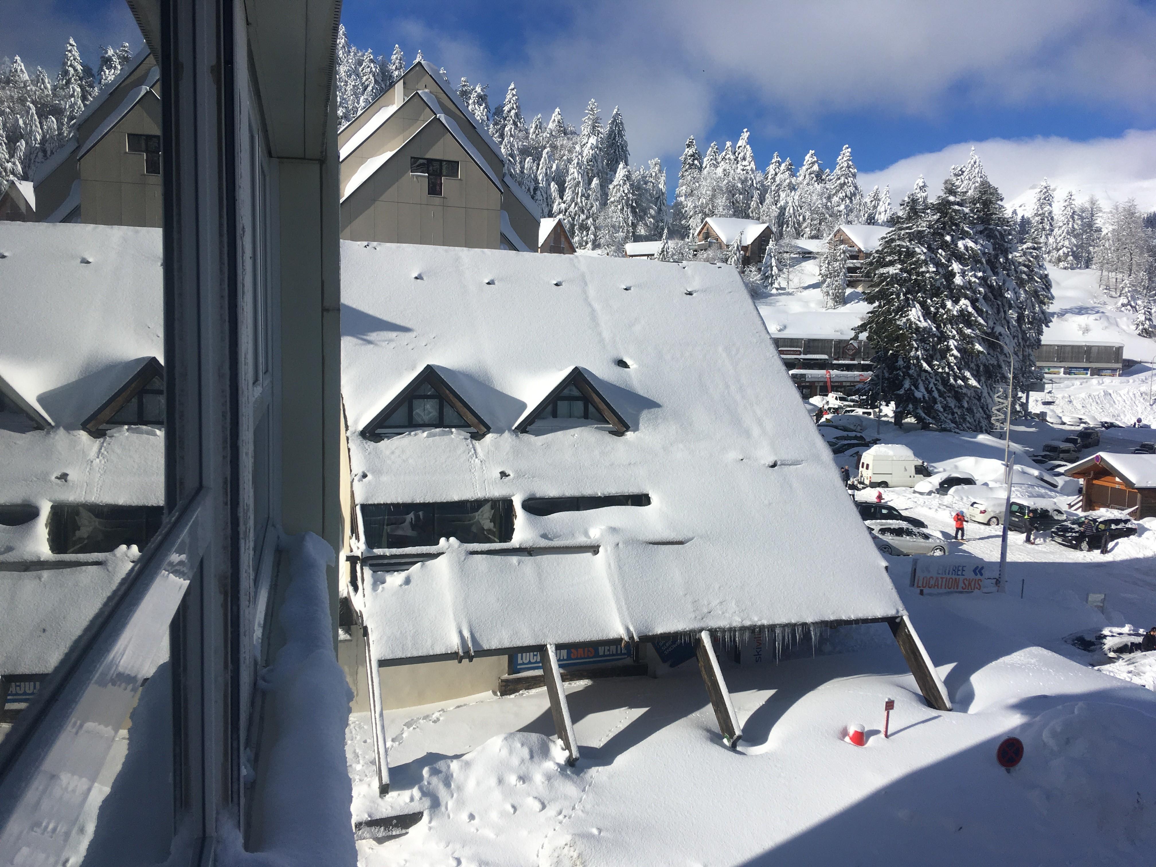 1293 balcon enseveli soius la neige